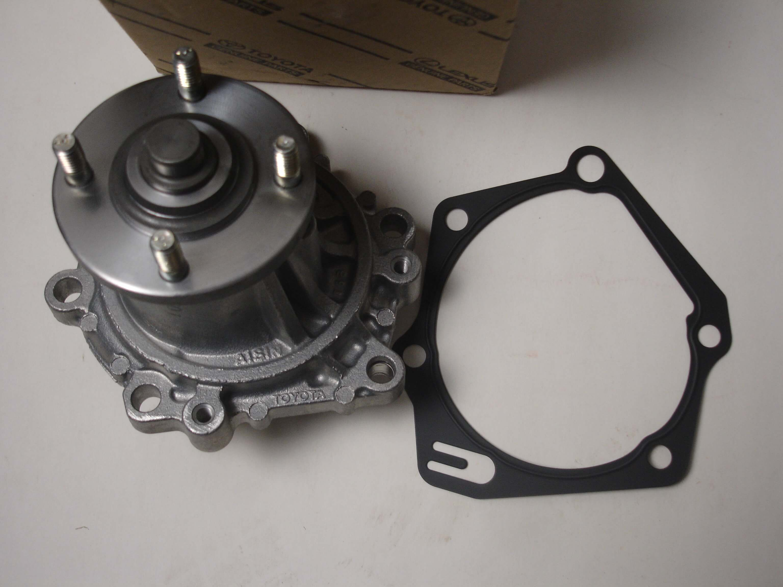OEM water pump and gasket, For the 2L 3L 5L Diesel Engine. Factory part number 16100-59257. Other part number that are interchangeable are. 16100-59066, 16100-59155, 16100--59255, 16100-59256, 16100-59257