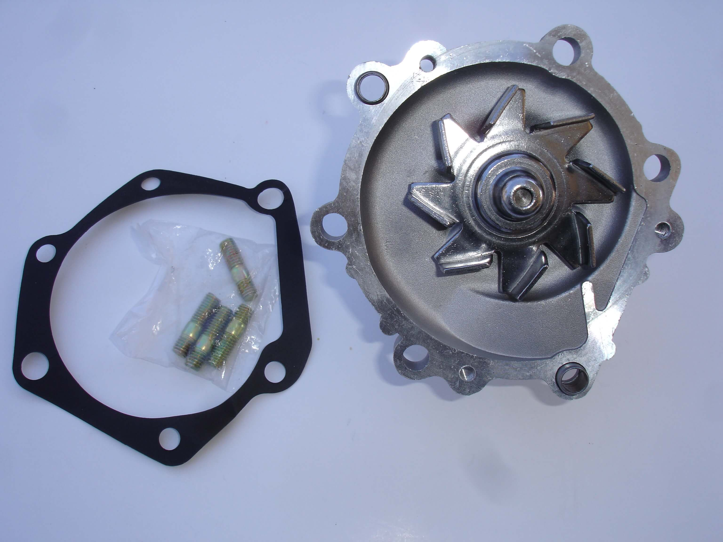 Toyota Diesel 2L 3L 5L Water Pump, Gasket, And Studs 16100-59257